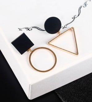Boucle d'oreille forme géométrique noir et doré